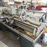 Colchester Gap Bed Center Drehmaschine. Modell Triumph 2000