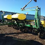 John Deere 1760 Conservation MaxEmerge Plus Vacumeter Planter