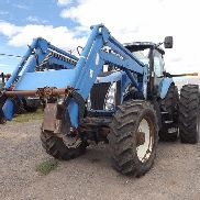 2005 New Holland TG210 MFWD Traktor mit 92LB Loader