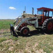 1964 Case 831 2WD Tractor w / Great Bend 800 Cargador