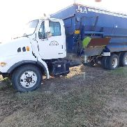 2000 Sterling T / A Truck con J & A Modelo 8000-4 Auger Mixer Feeder