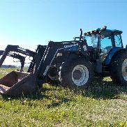2000 New Holland TM150 MFWD Traktor mit Loader