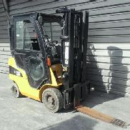 4 wheel forklift truck Caterpillar GP15N