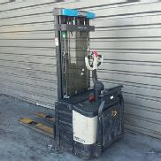 Crown pedestrian stacker WE2300S