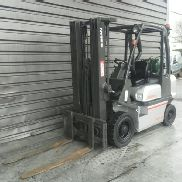 4 wheel forklift truck Nissan UDO2A25PQ