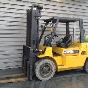 4 wheel forklift truck Caterpillar GP45K