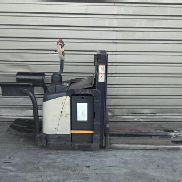 Pedestrian stacker Crown WD2330S