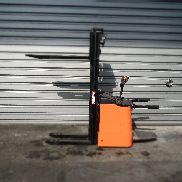 Pedestrian stacker Rocla SP16