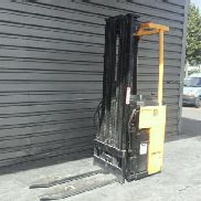 Stand-on stacker Mitsubishi SBR16K
