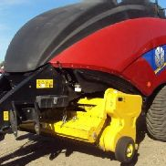 2013 New Holland BIG BALER 330