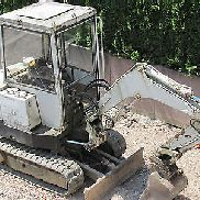 Minibagger Takeuchi TB 22 incl. 45 cm depth tray, Optional: Two-piece grinder