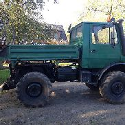 Unimog 424 U 1000 with snow plow; Trailing spreader; banquet mower