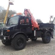 Unimog 1300L with Atlas crane