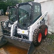 Bobcat S450 Skid steer loaders BJ2016 Mint with top equipment