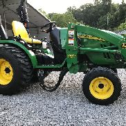 John Deere 2520 Compact Tractor Ag Utility 26hp 4x4 w/ Loader BUSH HOG low hour