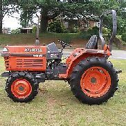 MUY AGRADABLE KUBOTA L2500 TRACTOR DIESEL 4 WD 718 HORAS