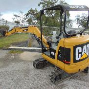 "2010 CAT 301.8 ""MINI EXCAVATOR"" 2 SPD - 4,000 LBS - RETRACTABLE TRACKS & BLADE"