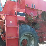 International Harvester 1440 Combine