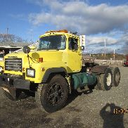 1995 MACK RD6 AUTOMATIC DIESEL TRACTOR 58 REARS