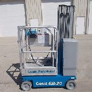 2010 GENIE GR-20 RUNABOUT VERTICAL MAST ELECTRIC AERIAL LIFT COMPACT DECK EXT