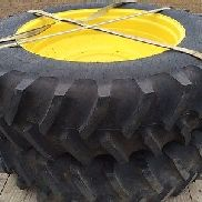 John Deere 480/80R46 DUAL TIRES AND 10 BOLT RIMS AND HUBS Tire