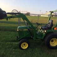 John Deere 755 4X4 con Quick Attach Loader y Mower