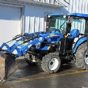 New Holland Boomer Boomer 3040 4WD Tractor, Cab, Loader, CVT Transmission