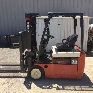 Nissan 30 Forklift-Only 900 Orig Hours-Single Phase Charger Included-Very Nice!