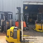 YALE ELECTRIC STACKER FORKLIFT CON CAMBIO LATERAL, MAX 4000 LBS, RUNS GREAT