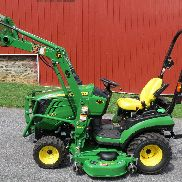 2016 JOHN DEERE 1025R 4X4 COMPACT UTILITY TRATTORE CON CARICATORE & BELLY MOWER 45 HRS