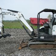 2011 Bobcat E32 mini escavatore, OROPS, cingoli in gomma, Backfill Blade, 2.724 ore