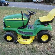 NICE JOHN DEERE LT155 RIDING MOWER