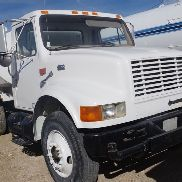 2000 International 400 Series 470 Water Truck 2,000 gal. woter tank, pump......