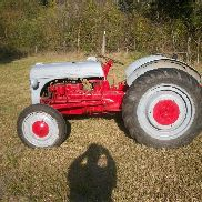Ford 9n Tractor, good paint, starts right up, lotsa new parts,