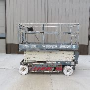 Terex TS26 scissor lift, UP 26 feet, 4 ft wide, new batteries. Genie jlg skyjack