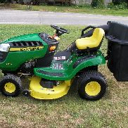 VERY NICE JOHN DEERE D 110 RIDING MOWER ONLY 15 HOURS