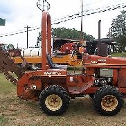 2310 DITCH WITCH 4X4 TRENCHER MIT PUSH BLADE