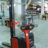 Stacker LINDE L10 with charger.