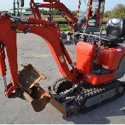 2004 Kubota K008-3 Rubber Tracks, Blade, Offset, Piped c/w 2 Buckets, Expanding Undercarriage (Does not Conform to CE Standards Safety Defect - Missing Seatbelt) (675 Hours) - JKUU0081J01S12773