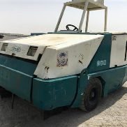 Tennant 800 Ride on Sweeper (No Documents) - 2053
