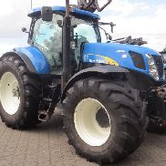New Holland T 7070 AUTOCOMMAND tractor