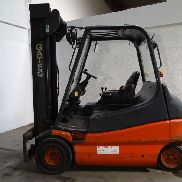 Linde E25 with side shift