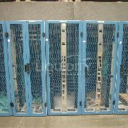 5 pièces. Ensemble de rack pour inclure: 4 Ea. E-Systems Co. Rack Cabinet avec Corning Pretium Edge, L: 50in, W: 29in, H: 79in; E-Sys