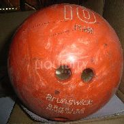 92 Ea. (approx.) Brunswick bowling balls. 4 per box. Other Mfg. sizes and weights may be included in boxes. Total weigh