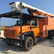 Altec Over-Center Bucket Truck mounted behind cab on 2005 GMC C7500 Chipper Dump Truck (114869)