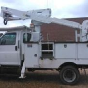 Altec Articulating & Telescopic Bucket Truck mounted behind cab on 2007 GMC C5500 4x4 Service Truck (115840)