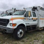 2000 Ford F750 Crew-Cab Enclosed Utility Truck (122974)