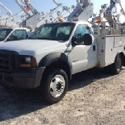 HiRanger/Terex Articulating & Telescopic Bucket Truck mounted behind cab on 2006 Ford F550 4x4 Service Truck (124281)