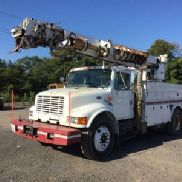 Altec Digger Derrick rear mounted on 1998 International 4900 Utility Truck (124383)