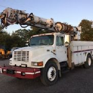 Altec Digger Derrick rear mounted on 1998 International 4900 Utility Truck (124384)